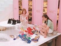 Trời nắng mang giày ra lau, 'siêu thị' giày tiền tỷ của Ngọc Trinh khiến hội chị em xuýt xoa ngưỡng mộ