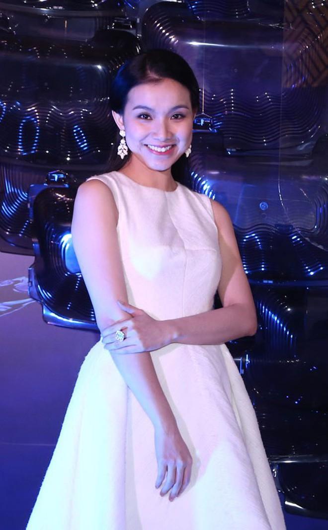 Nhan sắc và cuộc sống kín tiếng của Hoa hậu Hoàn vũ Việt Nam đầu tiên sau 10 năm đăng quang-11