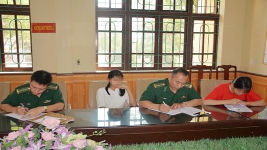 Bị lừa bán sang Trung Quốc, 2 nữ sinh báo tin cho cô giáo qua facebook-1