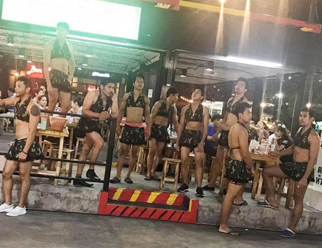 Thời trang bồi bàn cười ra nước mắt của trai đẹp 6 múi Thái Lan-11