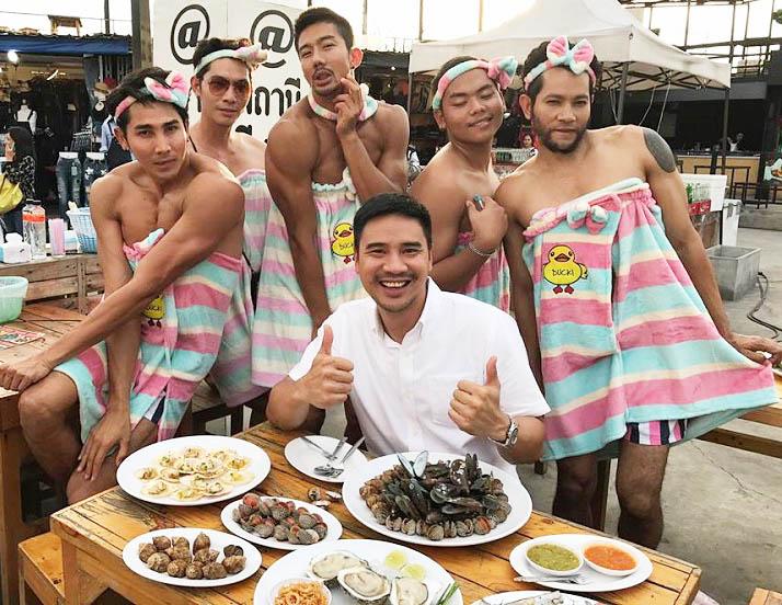 Thời trang bồi bàn cười ra nước mắt của trai đẹp 6 múi Thái Lan-5