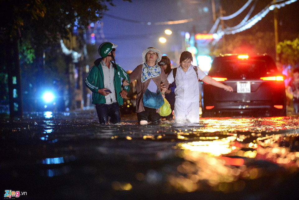 Người Sài Gòn lội nước ngập ngang bụng, ngã sấp mặt giữa đêm-7