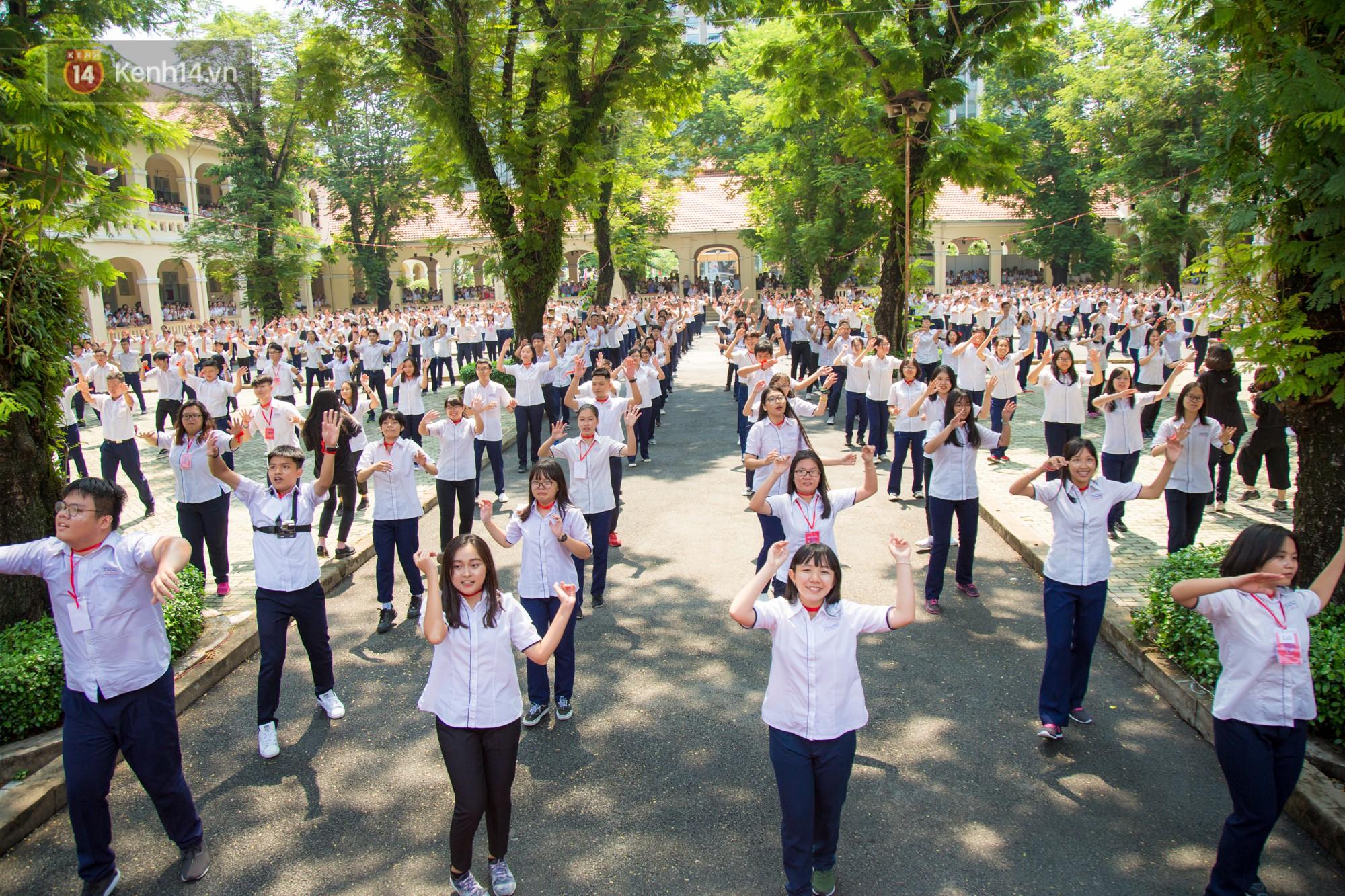 Ngày ra trường của teen Lê Hồng Phong: Nụ cười và nước mắt, bạn tôi ơi xin bên nhau thêm chút nữa!-4