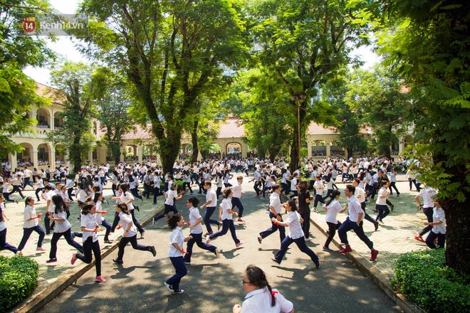 Ngày ra trường của teen Lê Hồng Phong: Nụ cười và nước mắt, bạn tôi ơi xin bên nhau thêm chút nữa!-5