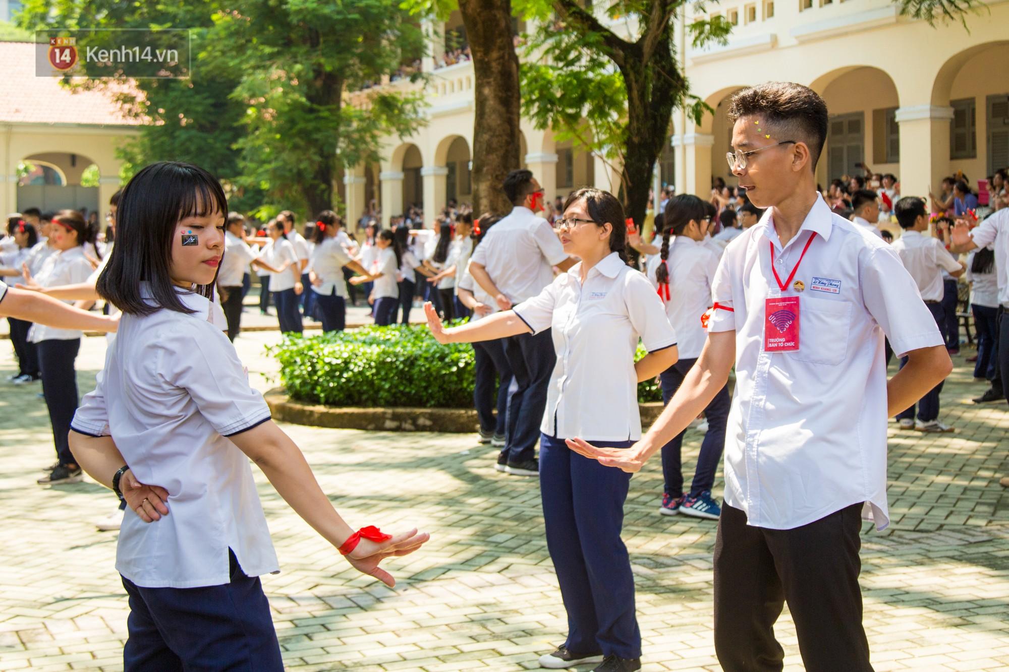 Ngày ra trường của teen Lê Hồng Phong: Nụ cười và nước mắt, bạn tôi ơi xin bên nhau thêm chút nữa!-6