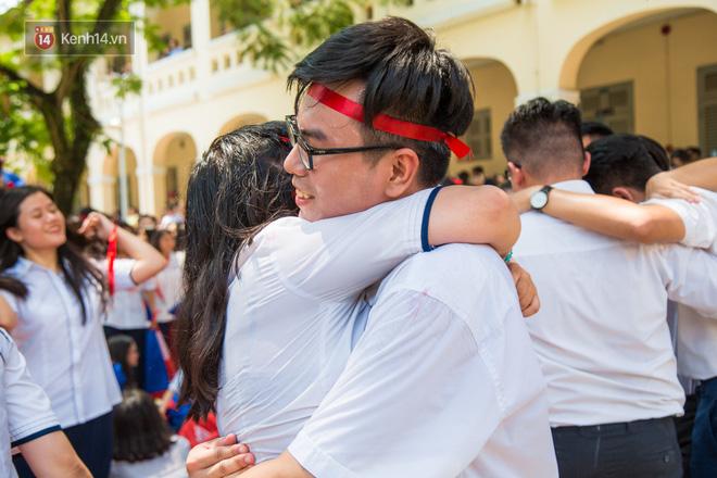 Ngày ra trường của teen Lê Hồng Phong: Nụ cười và nước mắt, bạn tôi ơi xin bên nhau thêm chút nữa!-10