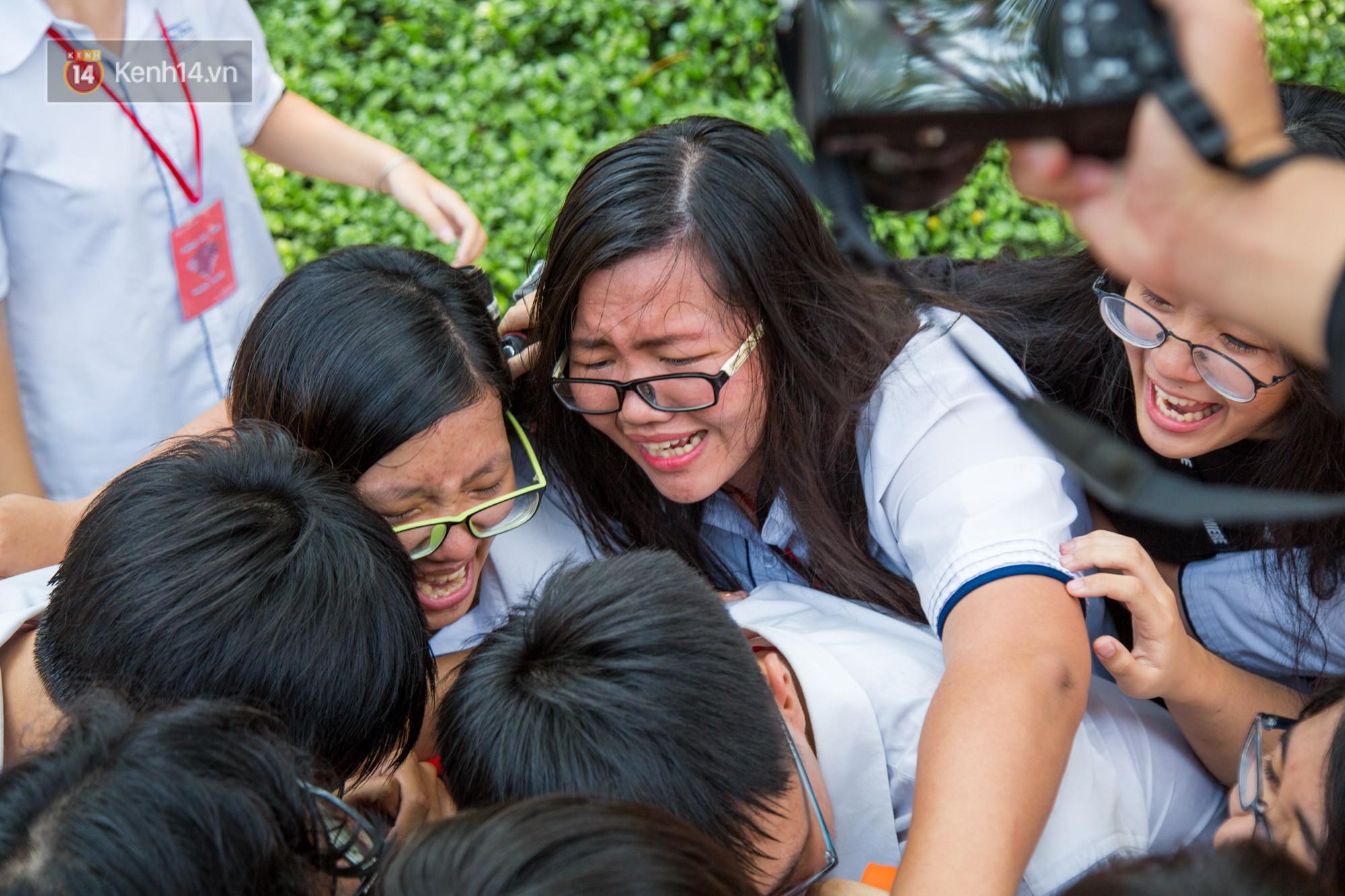 Ngày ra trường của teen Lê Hồng Phong: Nụ cười và nước mắt, bạn tôi ơi xin bên nhau thêm chút nữa!-12