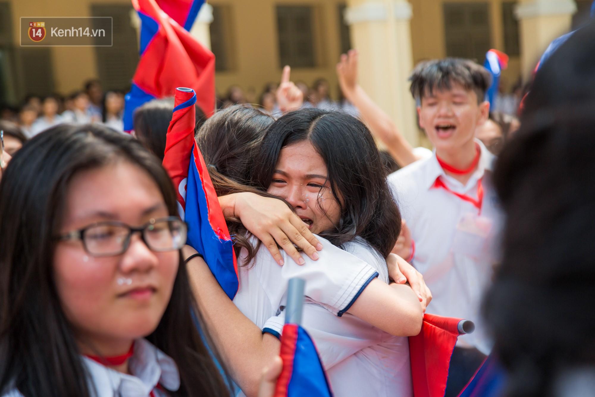 Ngày ra trường của teen Lê Hồng Phong: Nụ cười và nước mắt, bạn tôi ơi xin bên nhau thêm chút nữa!-16