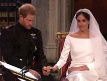 """Cố gắng giữ bình tĩnh hết mức nhưng Hoàng tử Harry vẫn bị """"bóc phốt"""" đang run lẩy bẩy vì những hành động vô thức này"""