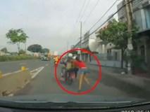 Cướp xông vào nhà trộm đồ, kéo lê cô gái hàng trăm mét trên đường