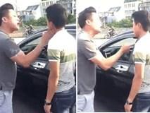 Liên tục chửi rồi tát người vượt đèn đỏ, hành động của tài xế ô tô khiến tất cả bất ngờ