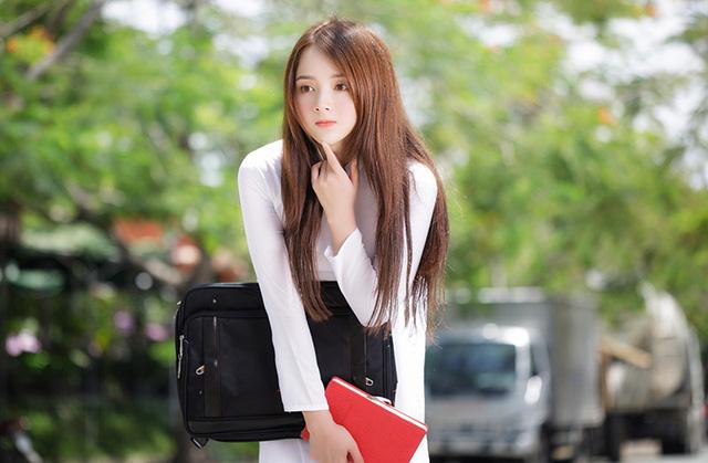 Hot girl ảnh thẻ Hương Lê diện áo dài trắng nhớ thuở học trò-2