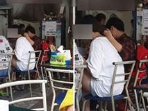 Chàng trai một tay cầm đũa một tay giữ tóc để bạn gái ăn phở, dân tình tranh cãi xôn xao
