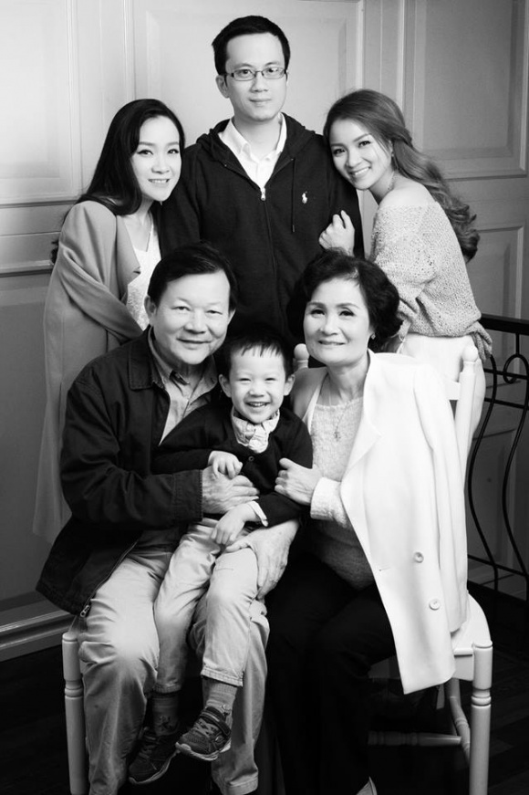 Bộ ảnh đánh dấu tuổi 29 tuổi bên cả gia đình của Thủy Top-7