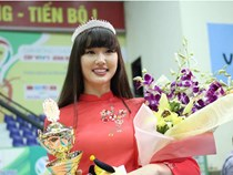Nữ thần bóng chuyền đẹp nhất thế giới đến VN ẵm luôn giải Hoa khôi