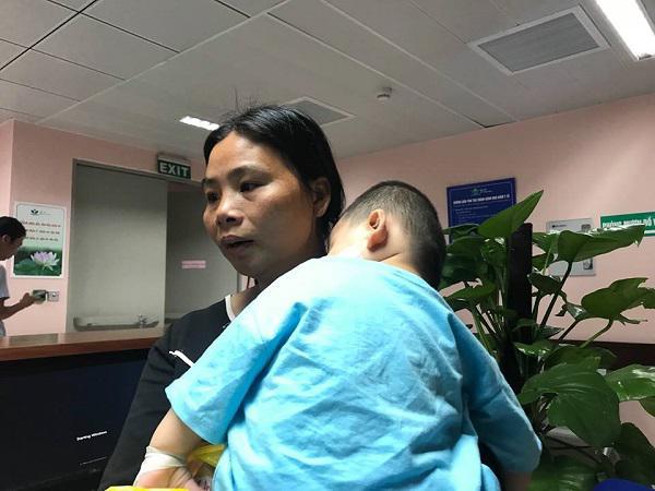 Bé trai 21 tháng tuổi bị chó nhà tấn công biến dạng vùng mặt-2
