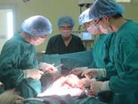 Người đàn ông phát hiện khối u hơn 10 kg sau khi bị đầy bụng kéo dài