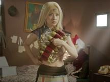 Chi Pu trở thành siêu nhân 3 mắt đi giải cứu bạn trai bằng 'lựu đạn chuối'