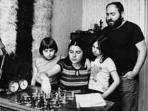 Với 4 nguyên tắc này, ông bố đã nuôi dạy các con trở thành thiên tài khiến ai cũng ngưỡng mộ