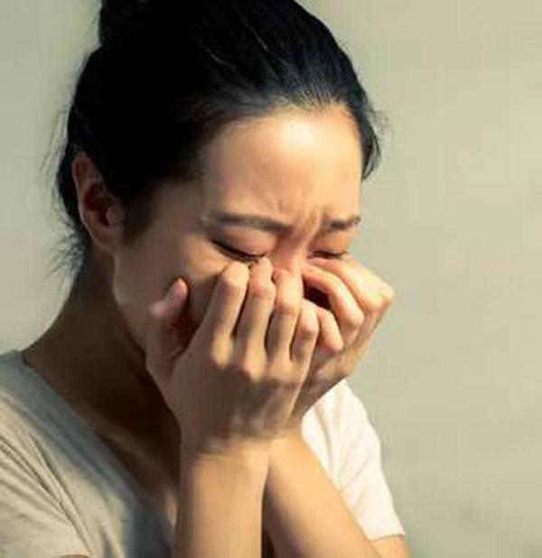 Thiếu nữ mọc 36 khối u xơ tử cung vì ăn thịt: 7 thực phẩm phụ nữ phải tránh-1