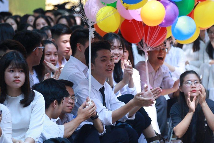 Học trò khóc như mưa ngày chia tay cuối cấp-1