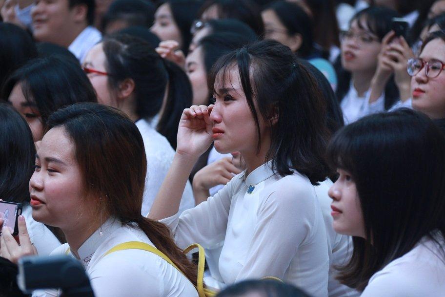 Học trò khóc như mưa ngày chia tay cuối cấp-14
