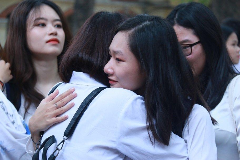 Học trò khóc như mưa ngày chia tay cuối cấp-24