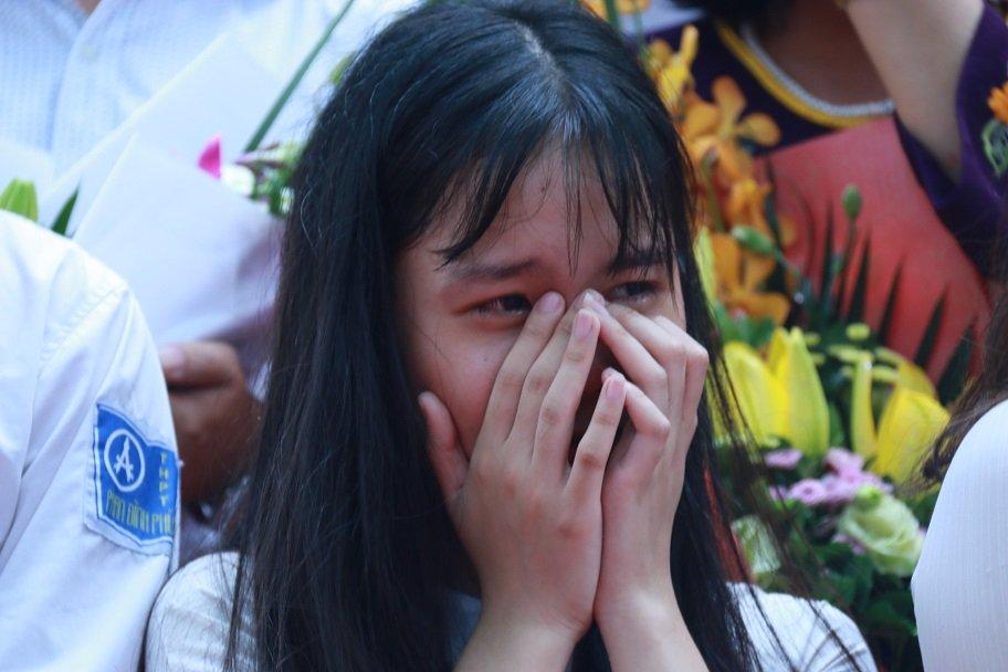 Học trò khóc như mưa ngày chia tay cuối cấp-15