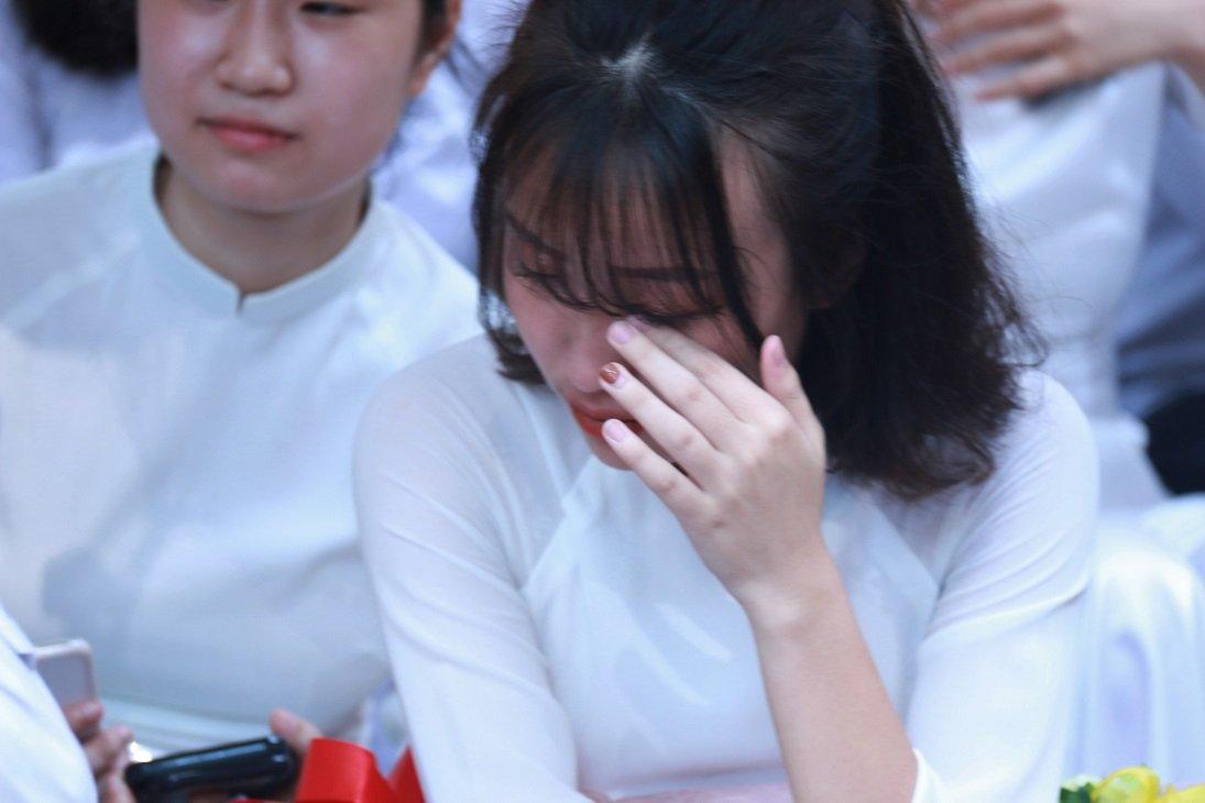 Học trò khóc như mưa ngày chia tay cuối cấp-16