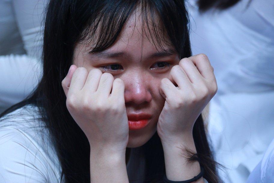 Học trò khóc như mưa ngày chia tay cuối cấp-18
