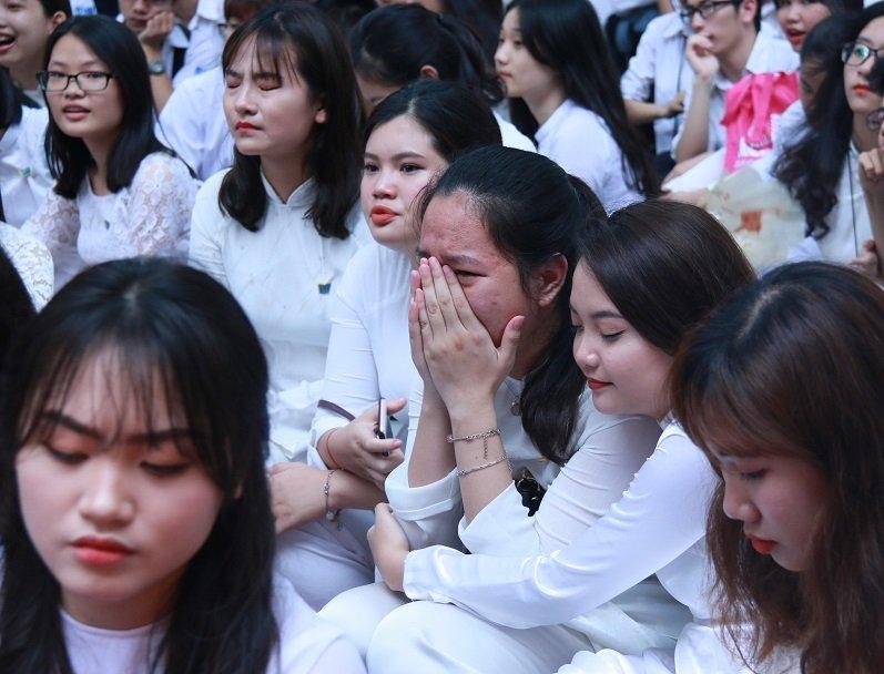 Học trò khóc như mưa ngày chia tay cuối cấp-19