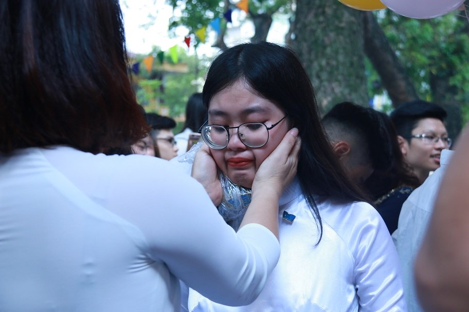 Học trò khóc như mưa ngày chia tay cuối cấp-20