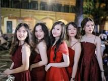 Nữ sinh Chu Văn An xinh đẹp ngẩn ngơ trong đêm tri ân/ trưởng thành