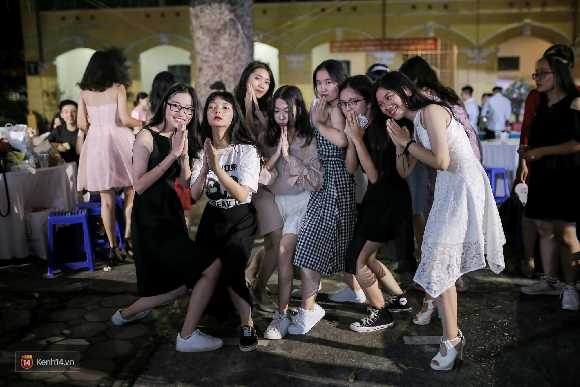 Nữ sinh Chu Văn An xinh đẹp ngẩn ngơ trong đêm tri ân/ trưởng thành-9