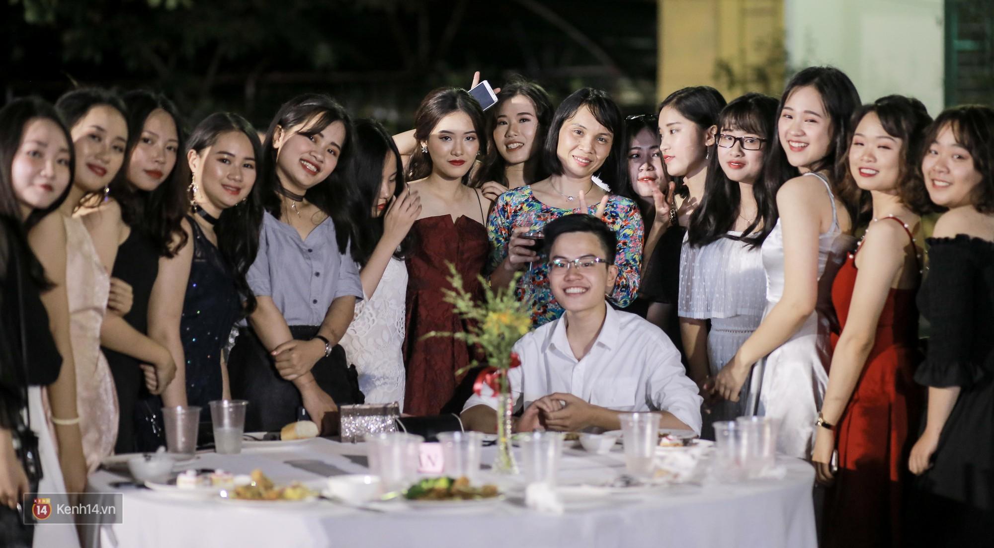 Nữ sinh Chu Văn An xinh đẹp ngẩn ngơ trong đêm tri ân/ trưởng thành-16