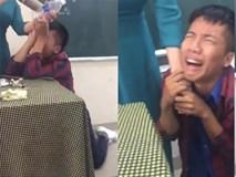 """Nam sinh quỳ gối, khóc lóc khi bị cô giáo thu điện thoại khiến dân mạng """"cười lăn, cười bò"""""""
