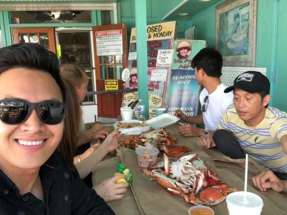 Danh hài Hoài Linh về Mỹ thăm bố mẹ và hội ngộ cùng con trai ruột-2