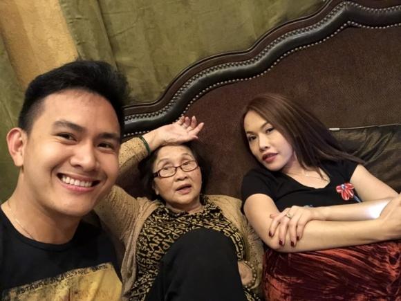 Danh hài Hoài Linh về Mỹ thăm bố mẹ và hội ngộ cùng con trai ruột-4