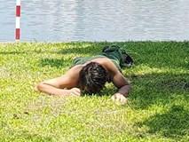 Nam thanh niên nghi ngáo đá nằm... gặm cỏ ở bờ hồ Thiền Quang