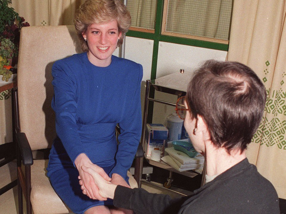 Nhan sắc và khí chất hoàn hảo của cố Công nương Diana trong những khoảnh khắc xưa-23