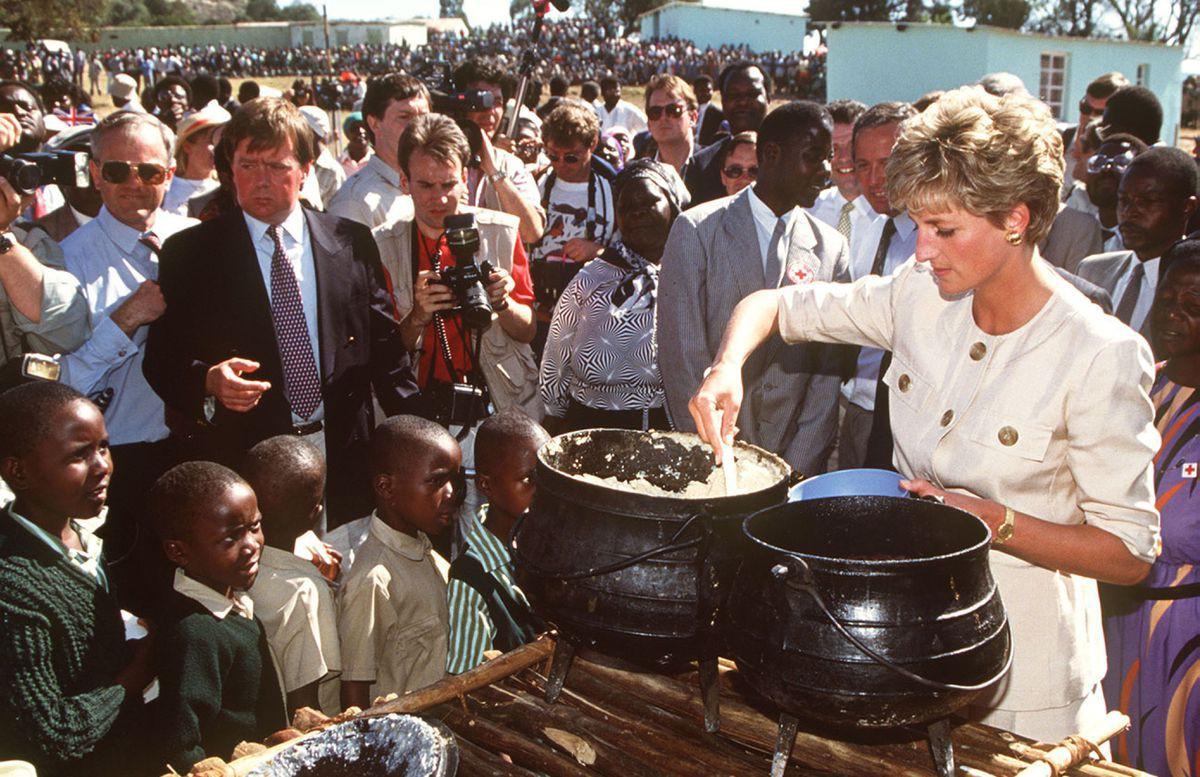 Nhan sắc và khí chất hoàn hảo của cố Công nương Diana trong những khoảnh khắc xưa-22