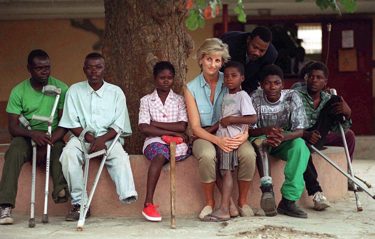 Nhan sắc và khí chất hoàn hảo của cố Công nương Diana trong những khoảnh khắc xưa-20