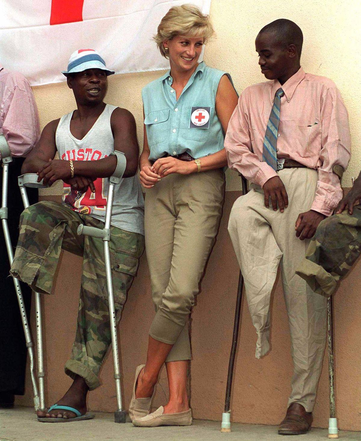 Nhan sắc và khí chất hoàn hảo của cố Công nương Diana trong những khoảnh khắc xưa-21