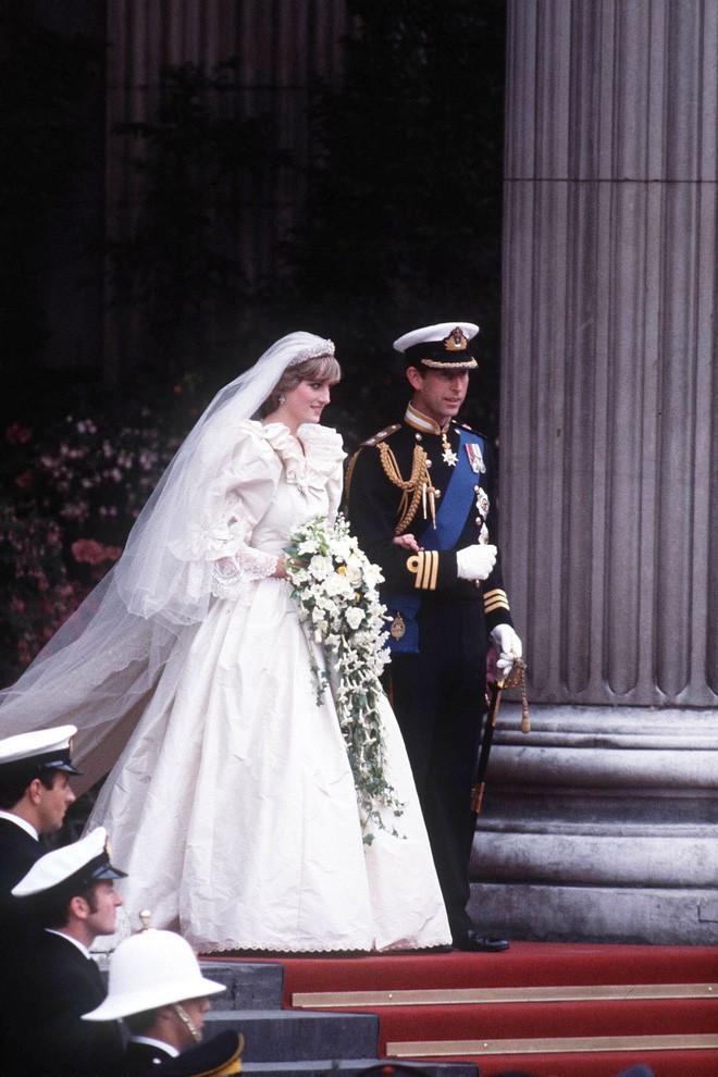 Nhan sắc và khí chất hoàn hảo của cố Công nương Diana trong những khoảnh khắc xưa-7