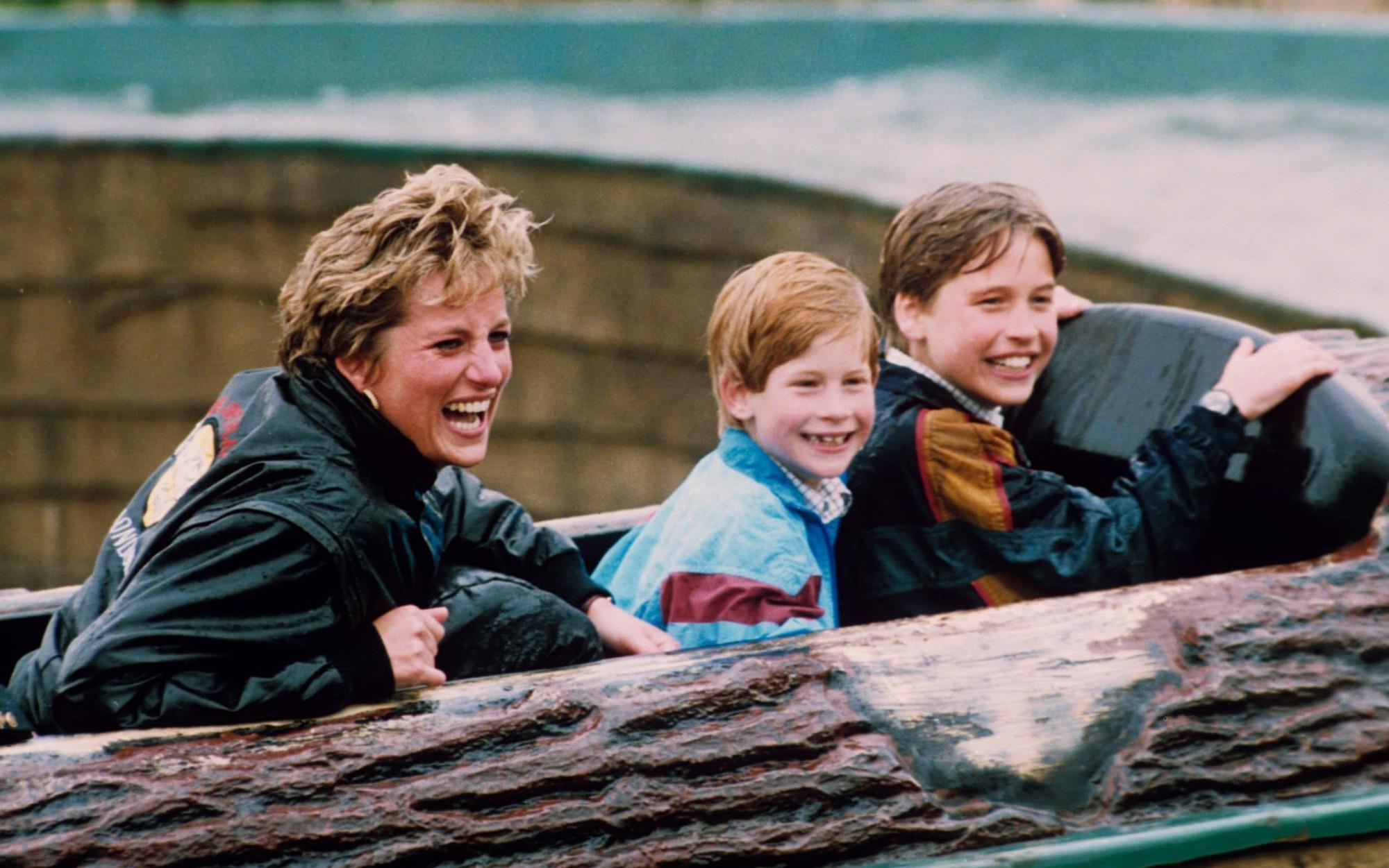 Nhan sắc và khí chất hoàn hảo của cố Công nương Diana trong những khoảnh khắc xưa-17