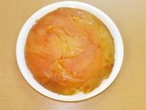 Đổ hết táo vào nồi cơm điện rồi nấu chín, ăn rồi ai cũng khen lấy khen để