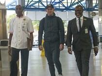 Rooney ra sân bay sang Mỹ, chuẩn bị ký hợp đồng nhận lương 3,7 triệu bảng một năm