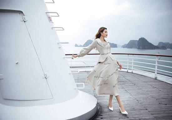 Phạm Hương khoe vóc dáng quý phái trên du thuyền triệu đô-2