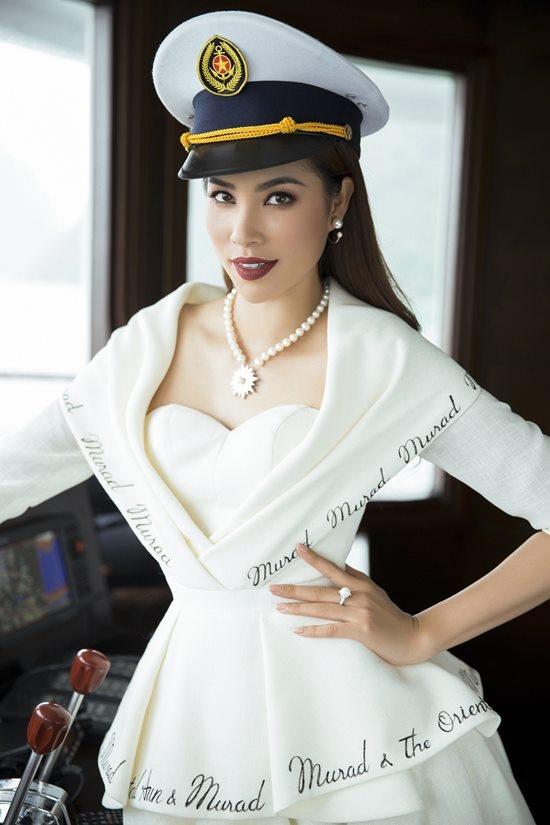 Phạm Hương khoe vóc dáng quý phái trên du thuyền triệu đô-4