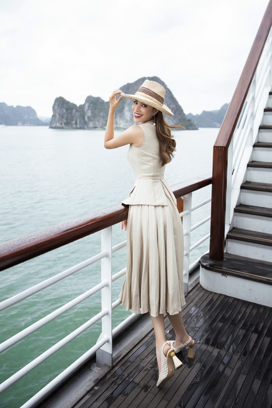 Phạm Hương khoe vóc dáng quý phái trên du thuyền triệu đô-7